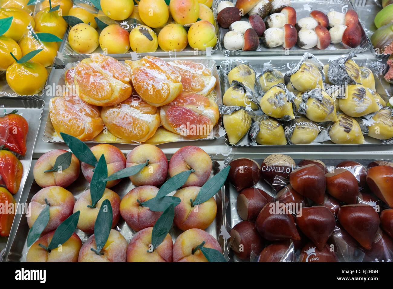 Marzipan fruit in Pasticceria Cappello in Palermo 45e42d4ede82