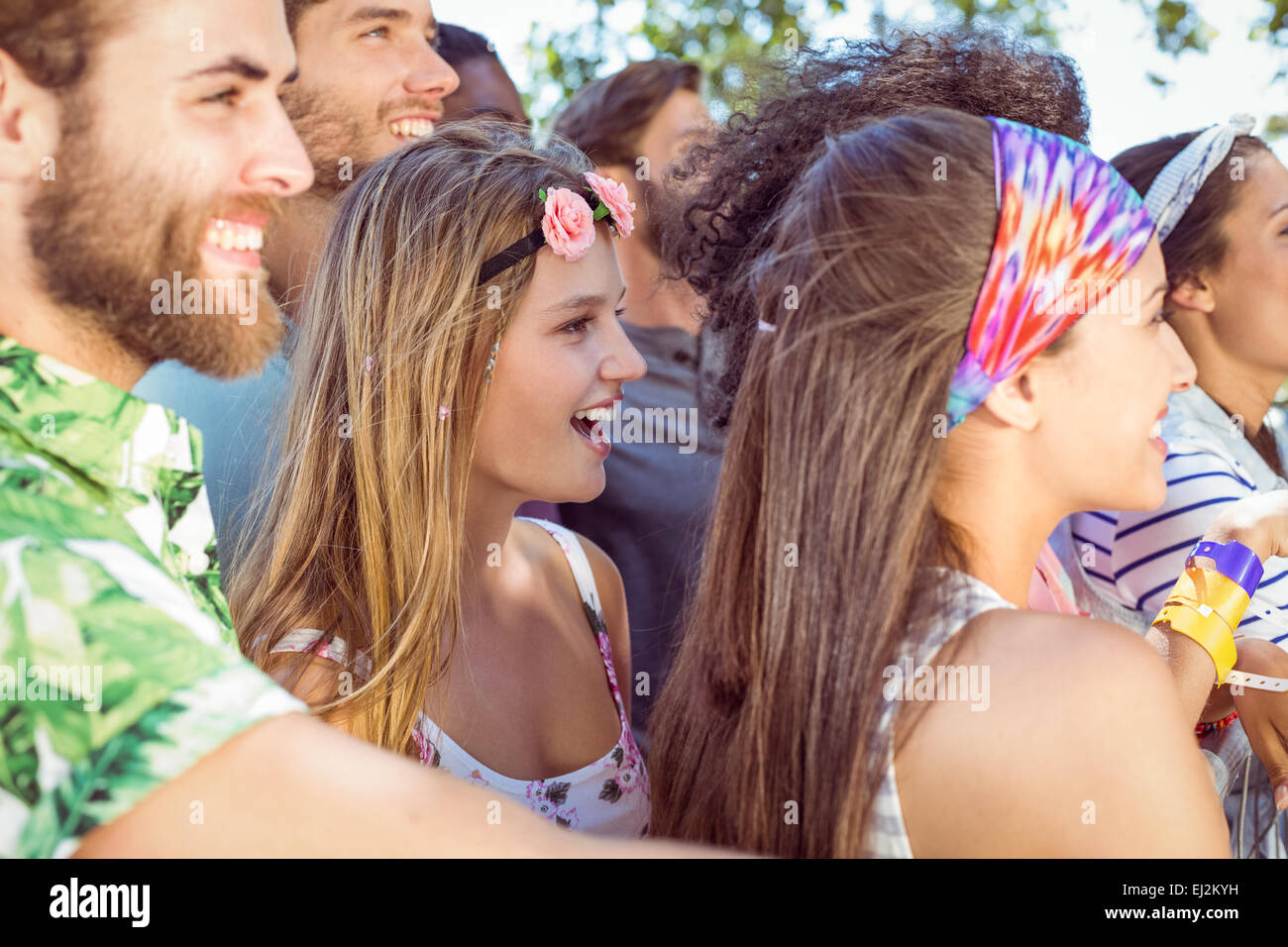 Happy hipsters listening to live music - Stock Image