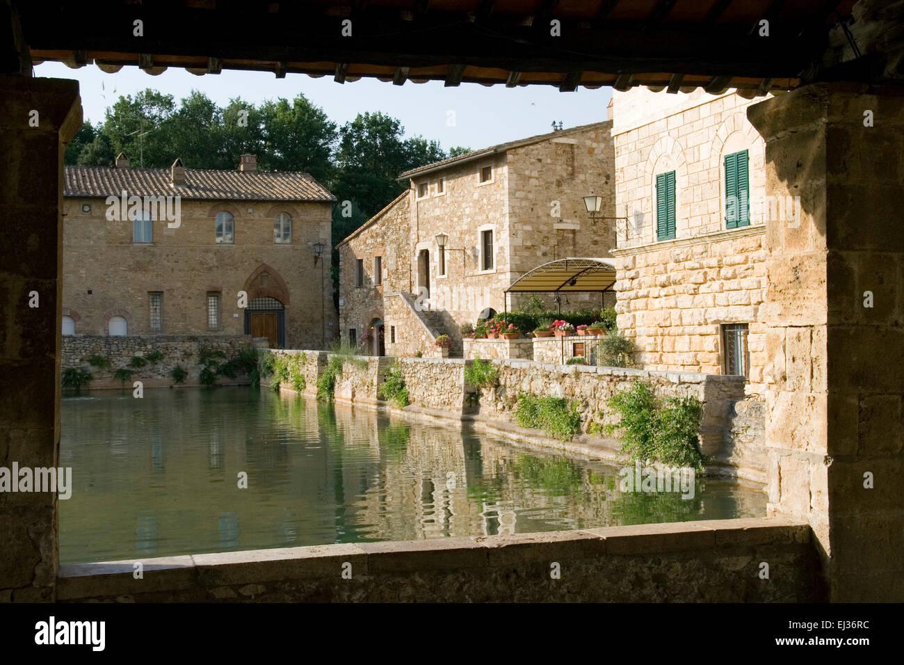 Bagno Vignoni, Tuscany, Italy. the Renaissance \'piscina\', hot ...