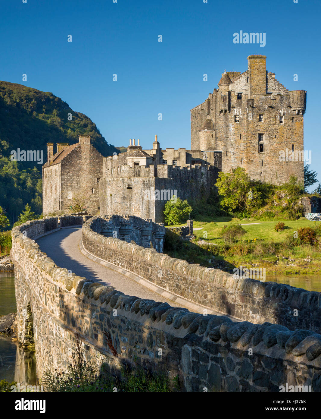 Early morning over Eilean Donan Castle along Loch Duich, Dornie, Highlands, Scotland - Stock Image