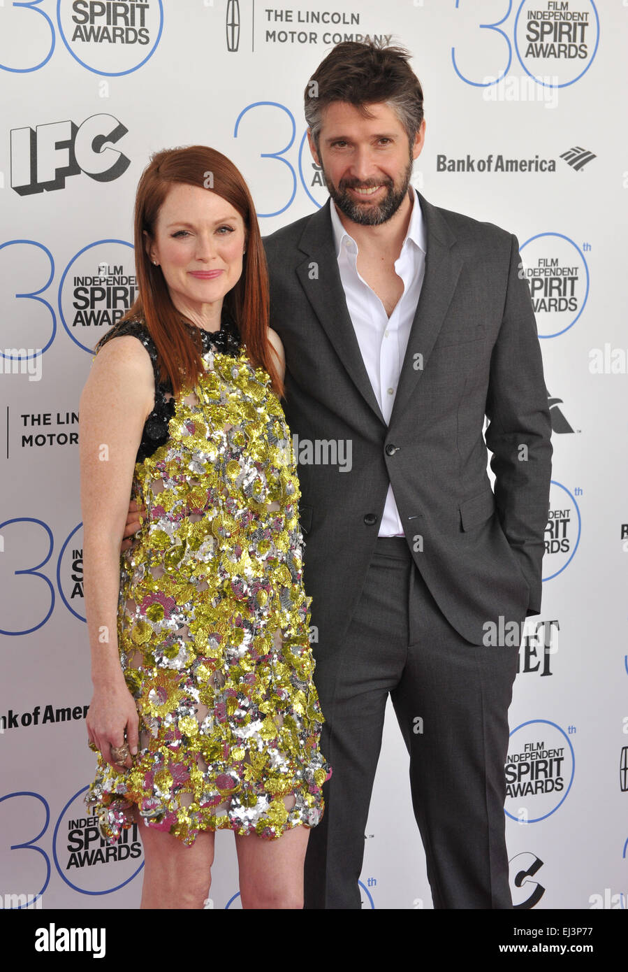 SANTA MONICA, CA - FEBRUARY 21, 2015: Julianne Moore & Bart Freundlich at the 30th Annual Film Independent Spirit - Stock Image