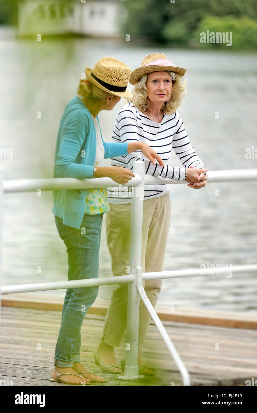 Mother and daughter having a discussion - Stock Image