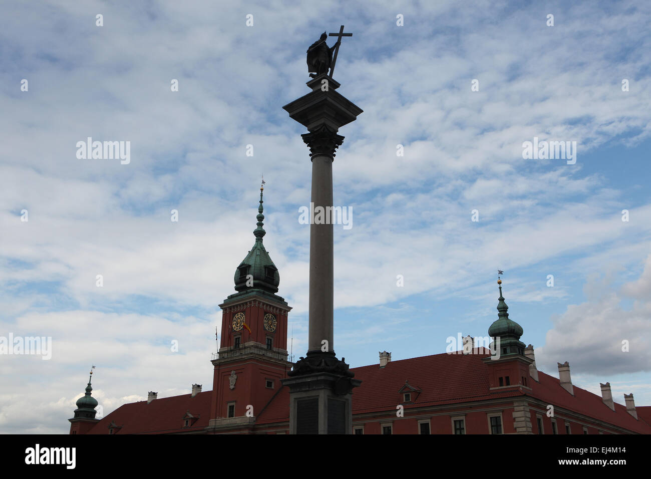 King Sigismund's Column and the Royal Castle in Warsaw, Poland. - Stock Image