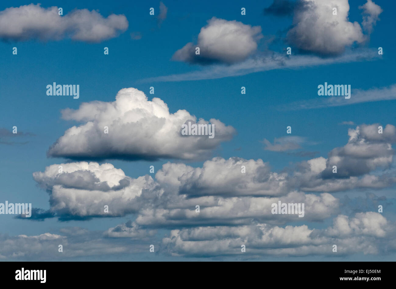 Skyscape of blupatterne sky and fair weather clouds - Stock Image