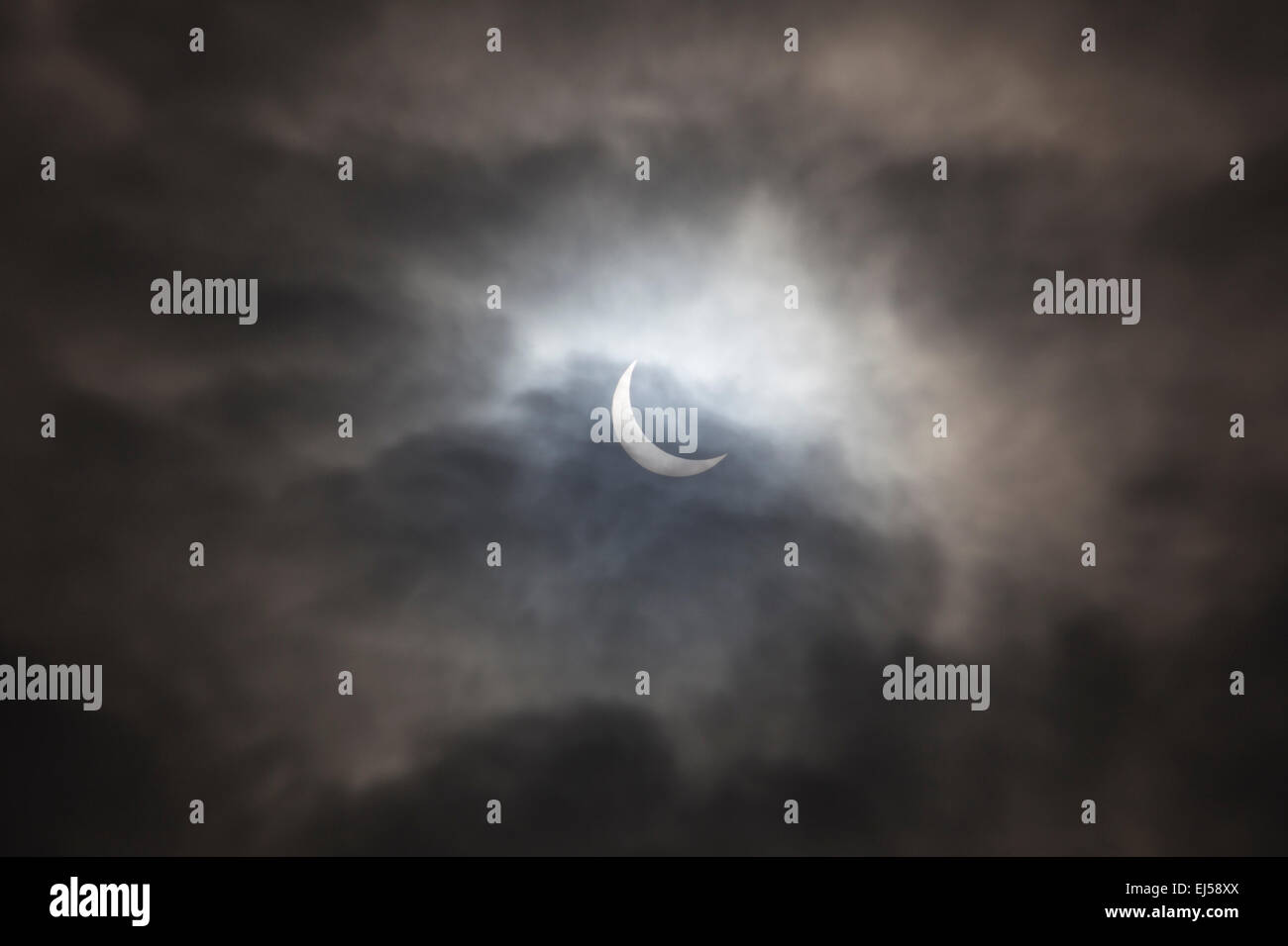 6740ab32dc9744 Partial Solar Eclipse 2015 viewed from Birmingham, England, Uk - Stock Image