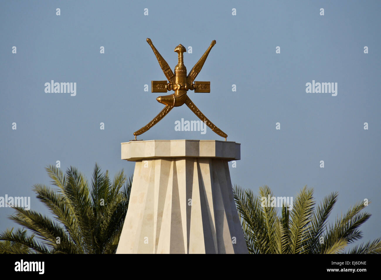Royal emblem of Oman, two crossed swords and a khanjar (curved dagger) - Stock Image