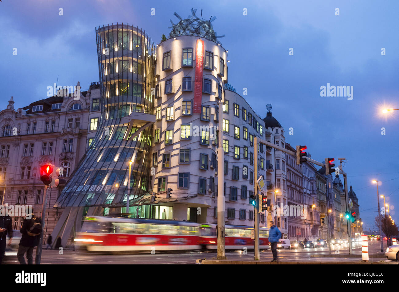 Nationale-Nederlanden Building (aka the Dancing House) by Frank Gehry and Vlado Milunić. Prague, Czech Republic - Stock Image