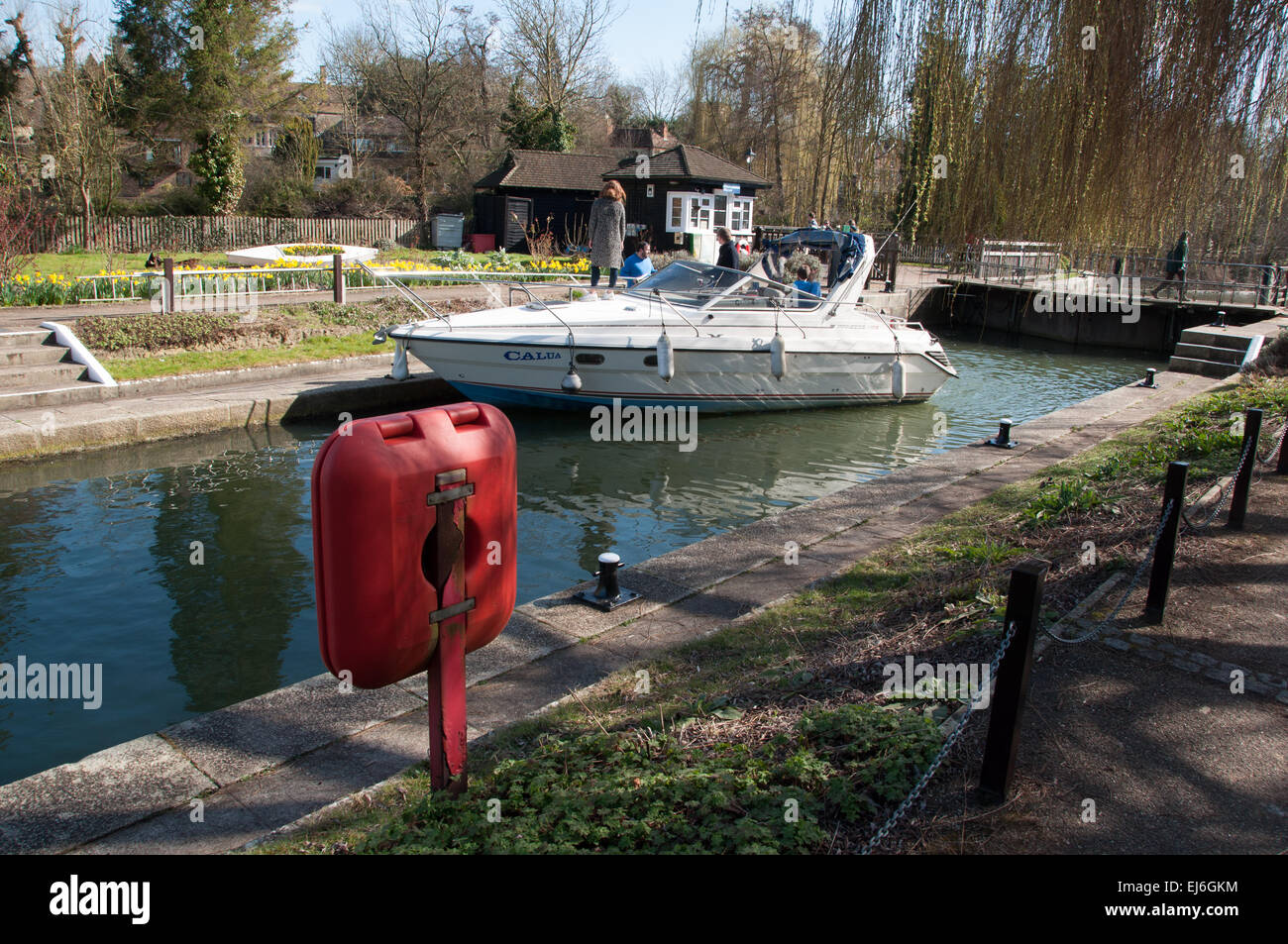 Thames' Iffley Lock in Oxford on sunny day with boat Stock Photo