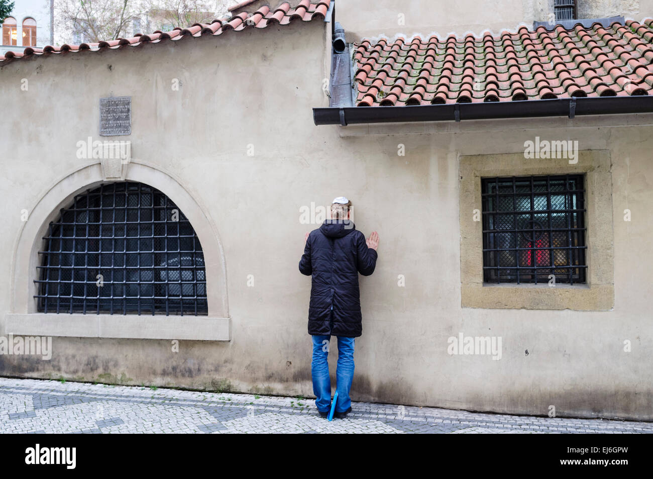Praying at the Old New Synagogue. Prague, Czech Republic - Stock Image