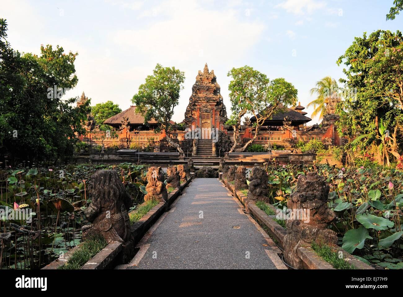 Lotus pond and Hindu temple, Ubud, Bali - Stock Image