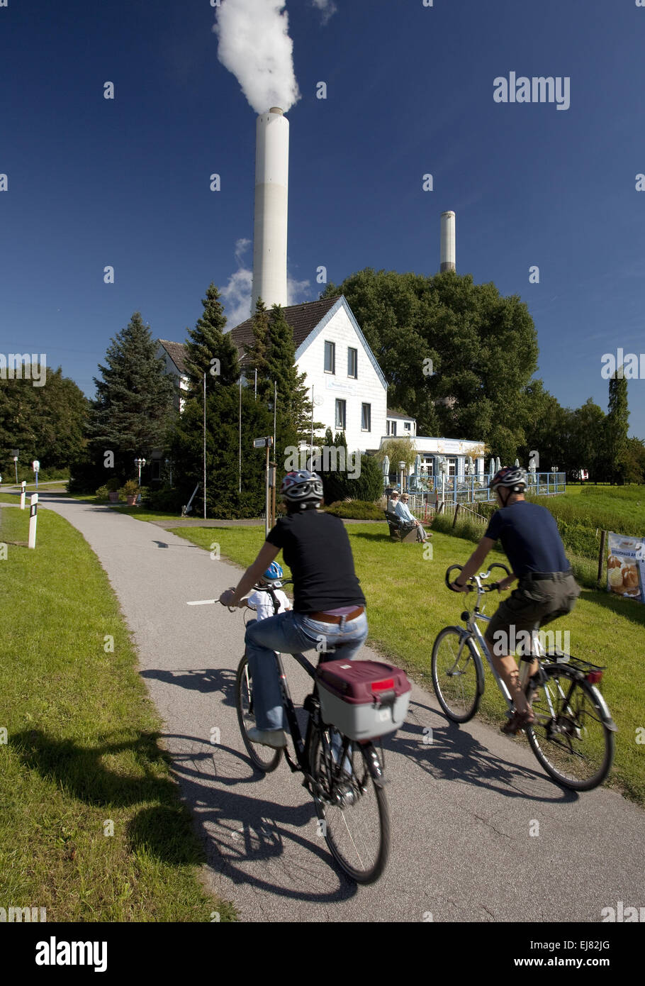 Two cyclists, Voerde, Germany - Stock Image