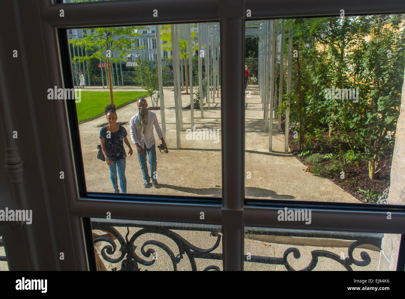 Paris, France, View Looking out of Window, Tourists Visiting outside Picasso Museum, exteriors, Gardens - Stock Image