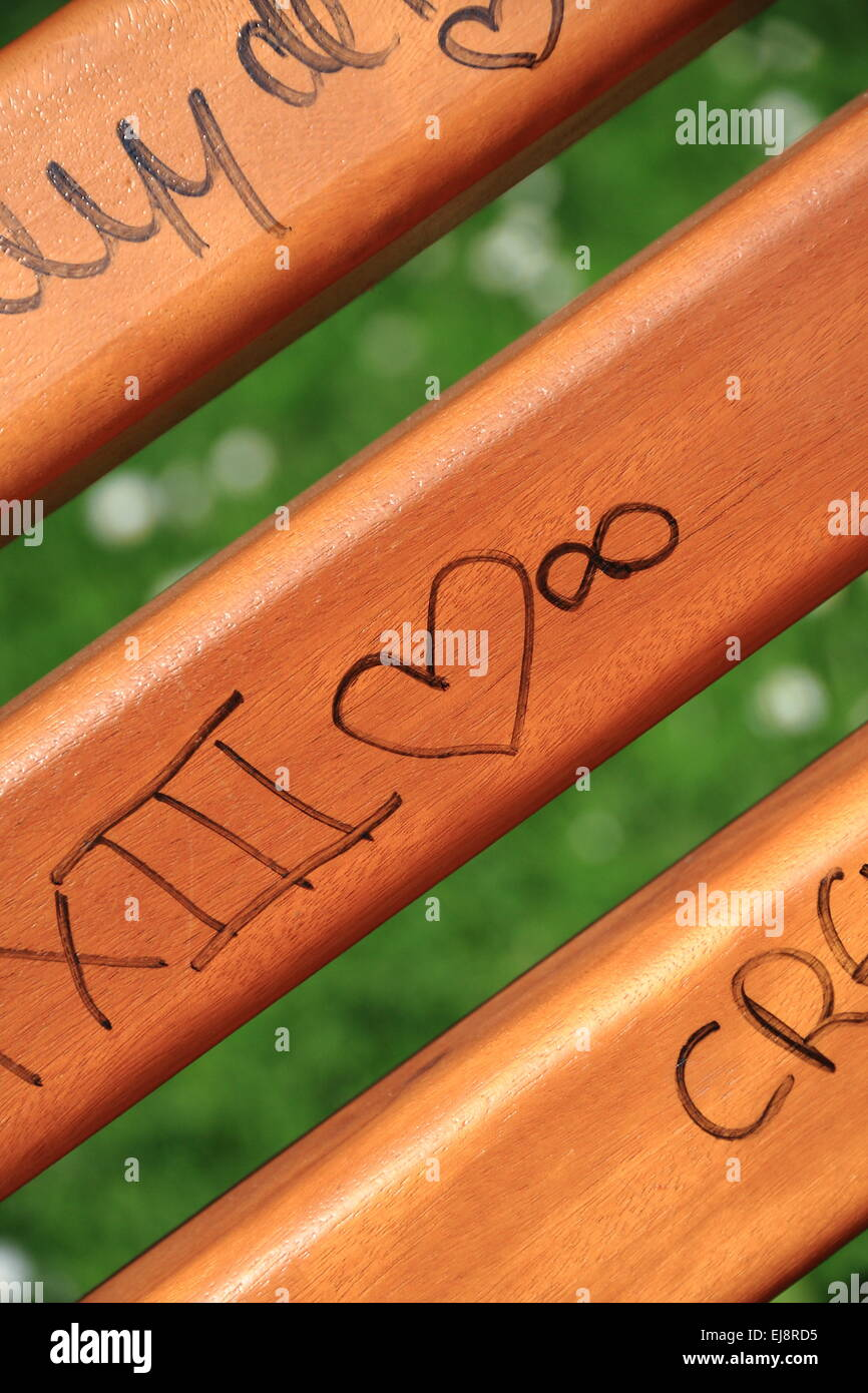 Scribble on a wooden bench - Stock Image