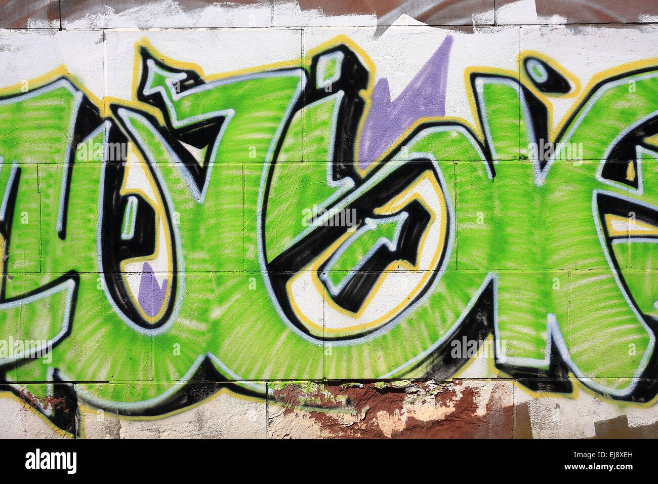Green graffito with arows - Stock Image