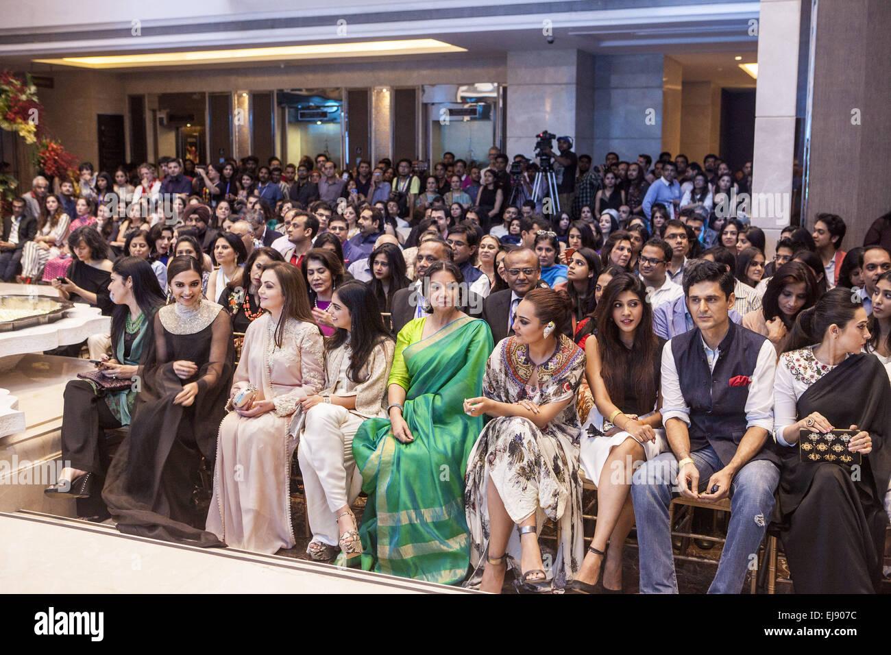 Mumbai, Maharashtra, India. 22nd Mar, 2015. 22 March 2015 : Mumbai - INDIA.Anahita Shroff Adajania (L), Fashion - Stock Image