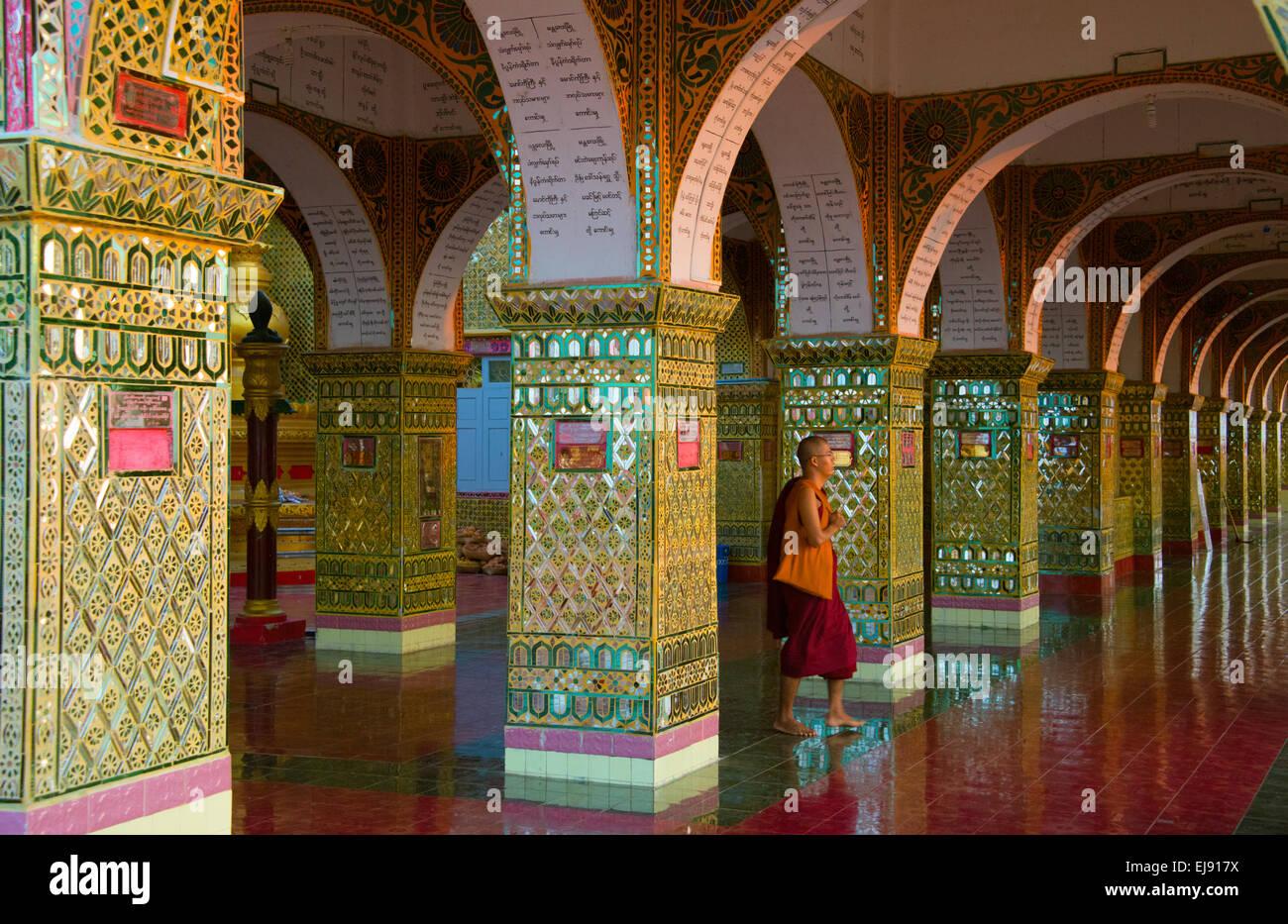 Monk at Su Taung Pyi (Sutaungpyai) on Mandalay Hill, Mandalay, Myanmar Stock Photo