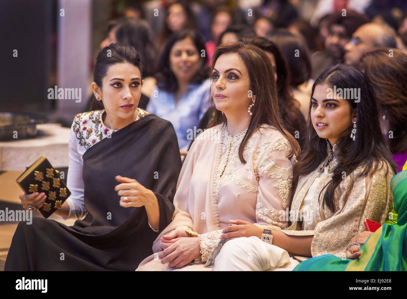 Mumbai, Maharashtra, India. 22nd Mar, 2015. 22 March 2015 : Mumbai - INDIA.Bollywood Actress Karishma Kapoor (L), - Stock Image
