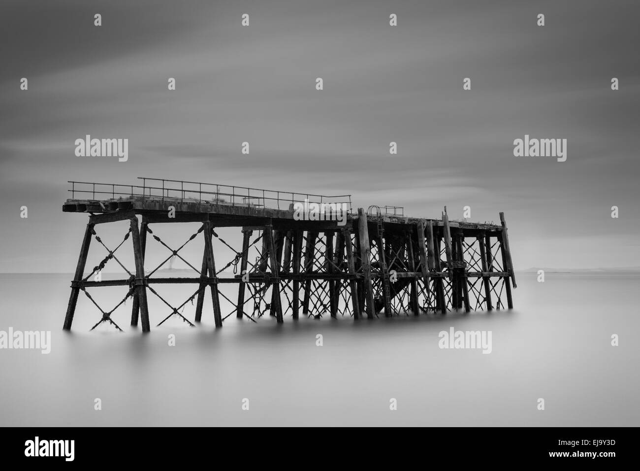 The pier at Carlingnose point, all that remains from a WW1 submarine station in North Queensferry - Stock Image