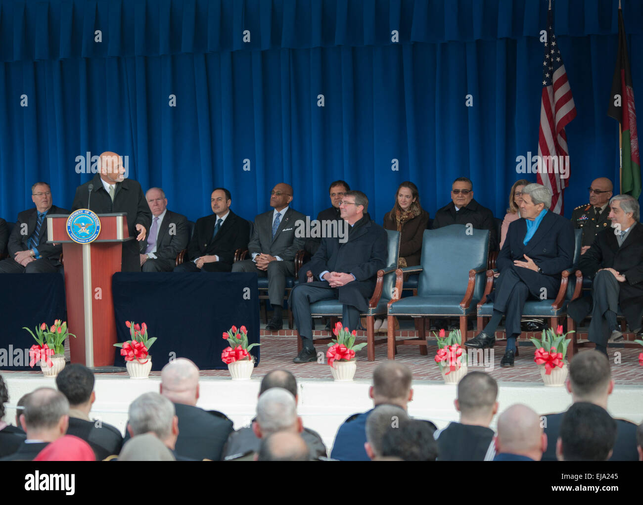 Washington, DC, USA. 23rd Mar, 2015. Afghan President Ashraf Ghani (L) speaks during an event to thank service members - Stock Image