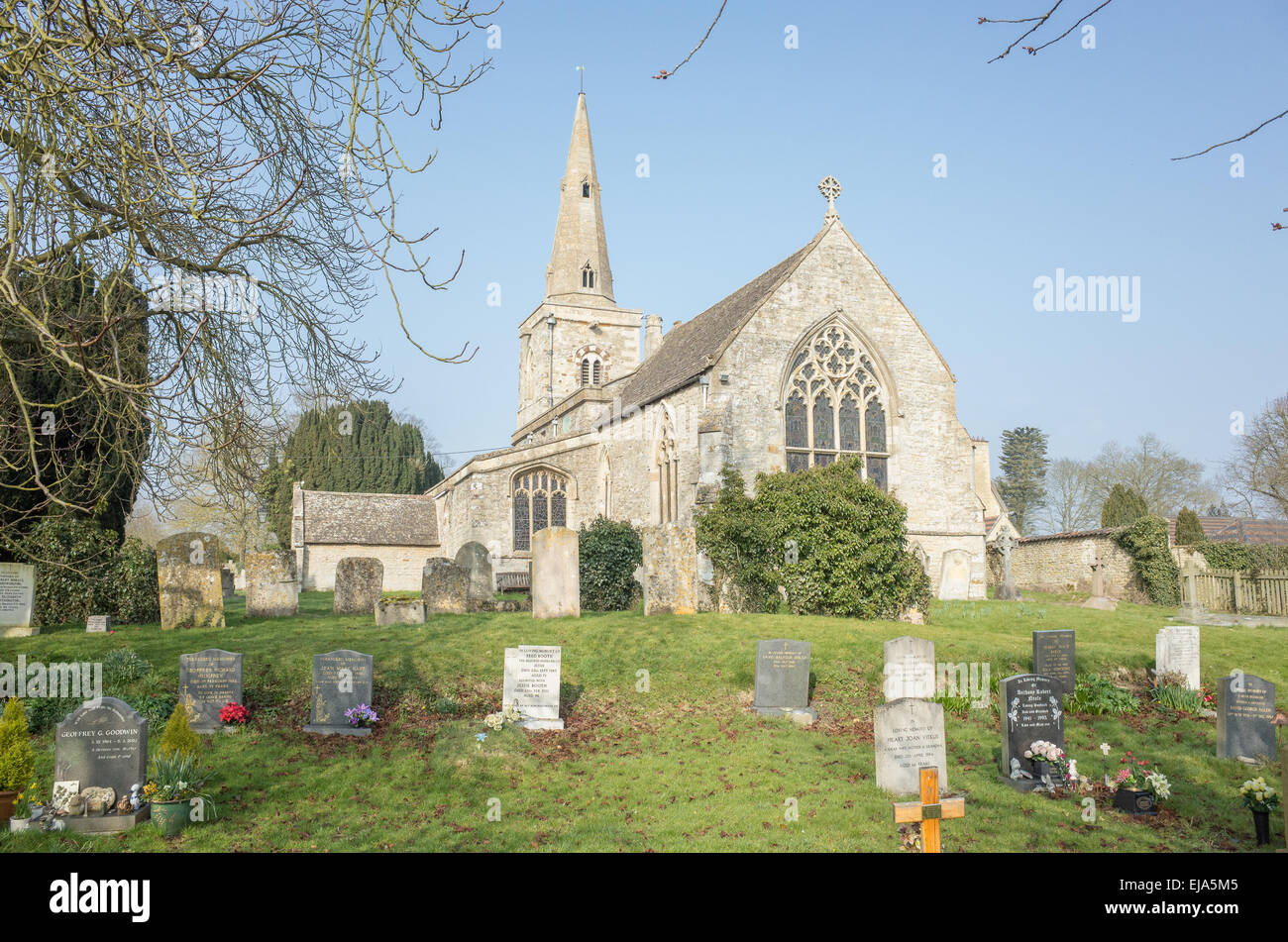The medieval village church and cemetery at the english village of Grafton Underwood (mentioned in the doomsday - Stock Image