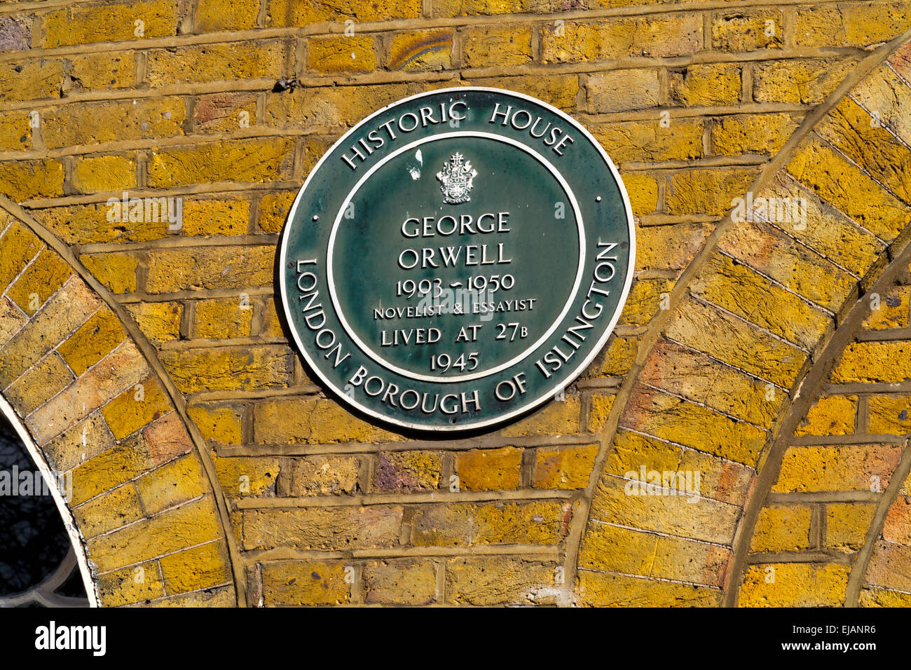 Historic House Plaque outside 27 Canonbury Square Islington London N1 UK to commemorate author George Orwell who - Stock Image