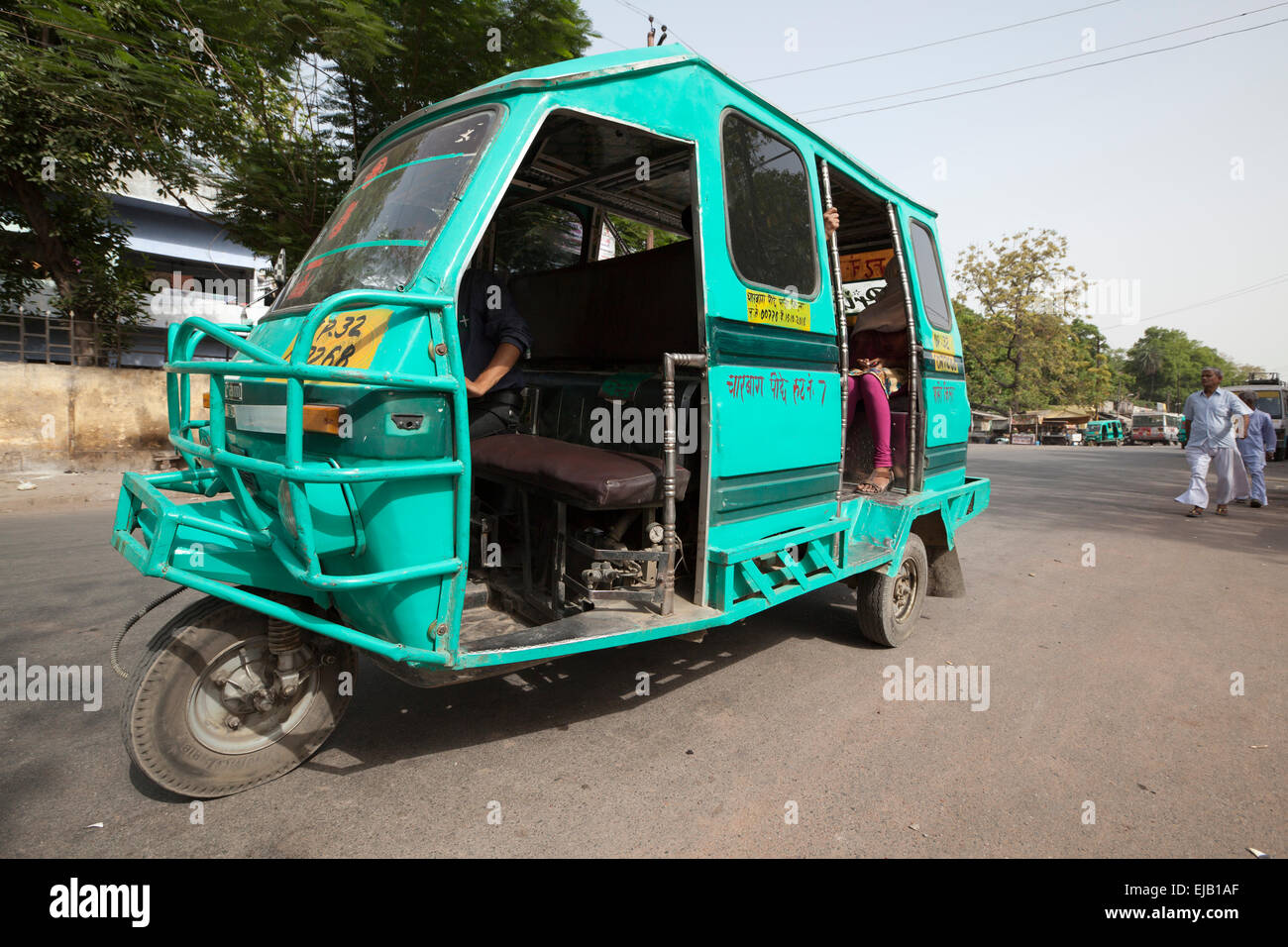 Three Wheeler Tempo >> Three wheeler Tempo tricycle taxi bus in Lucknow city street, Uttar Stock Photo: 80147831 - Alamy
