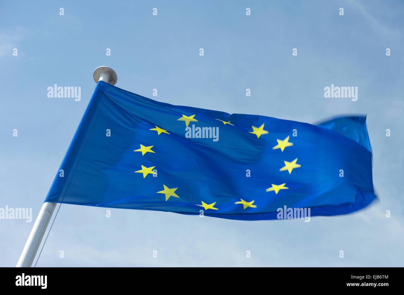 EUROPEAN UNION COUNCIL OF EUROPE  EU FLAG FLYING ON FLAGPOLE - Stock Image