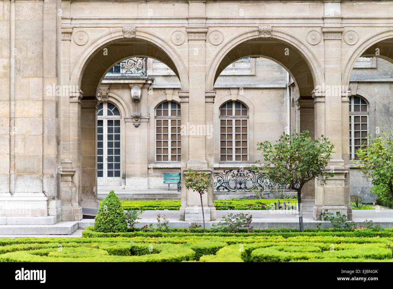 Courtyard and garden of the Carnavalet Museum, Paris, France - Stock Image