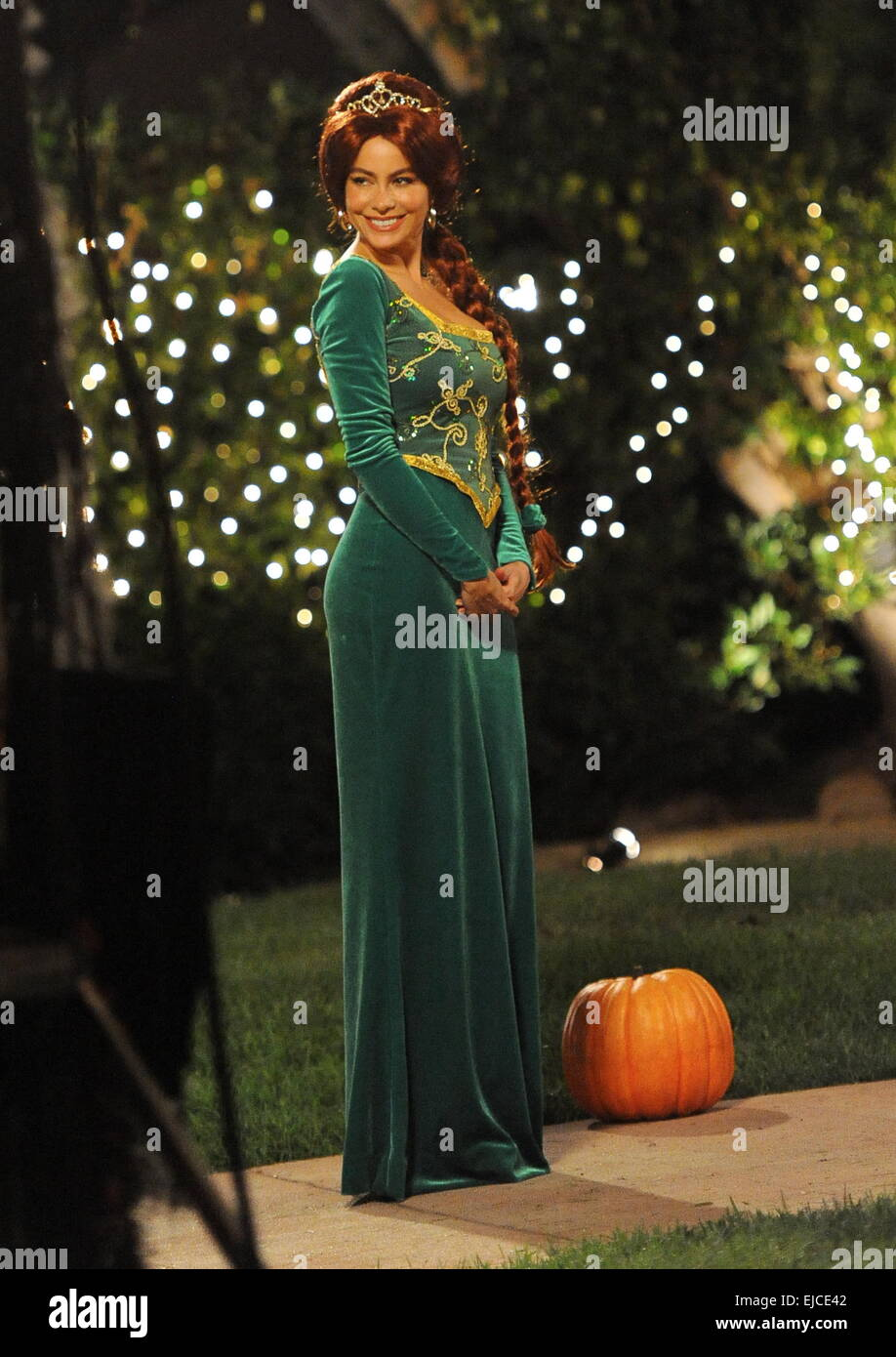 Sofia Vergara Wears A Princess Fiona From Shrek Costume On The Set Of Stock Photo Alamy
