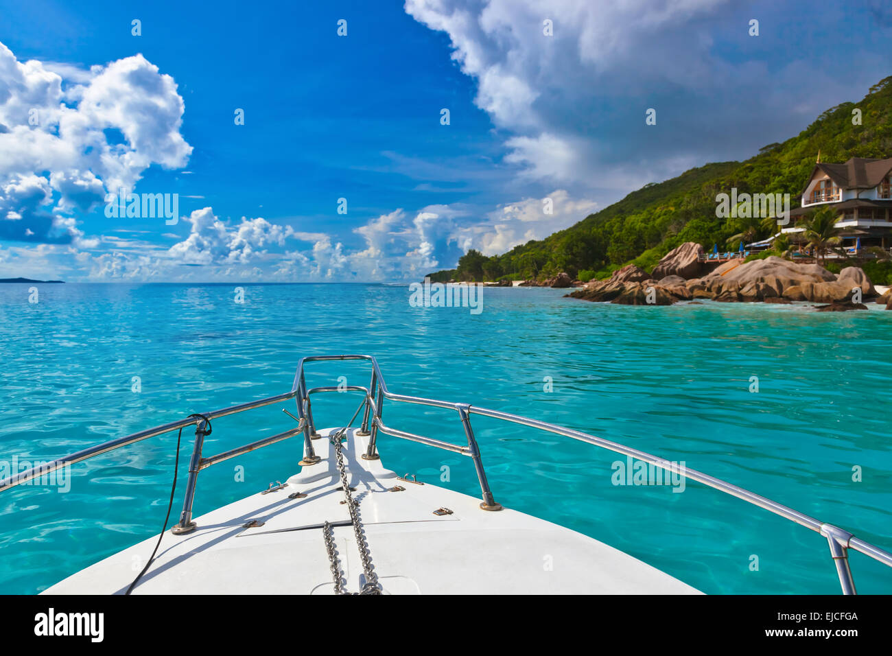 Tropical island and boat on Seychelles - Stock Image
