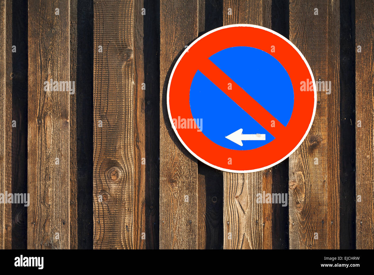 No Stopping sign on wooden wall - Stock Image