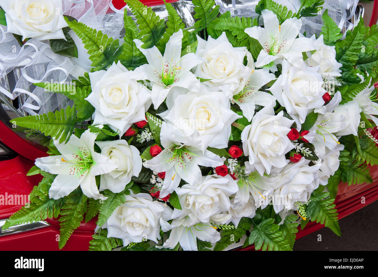 Wedding car flowers decoration among the many decorations of the wedding car flowers decoration among the many decorations of the car the most common are flower arrangements izmirmasajfo