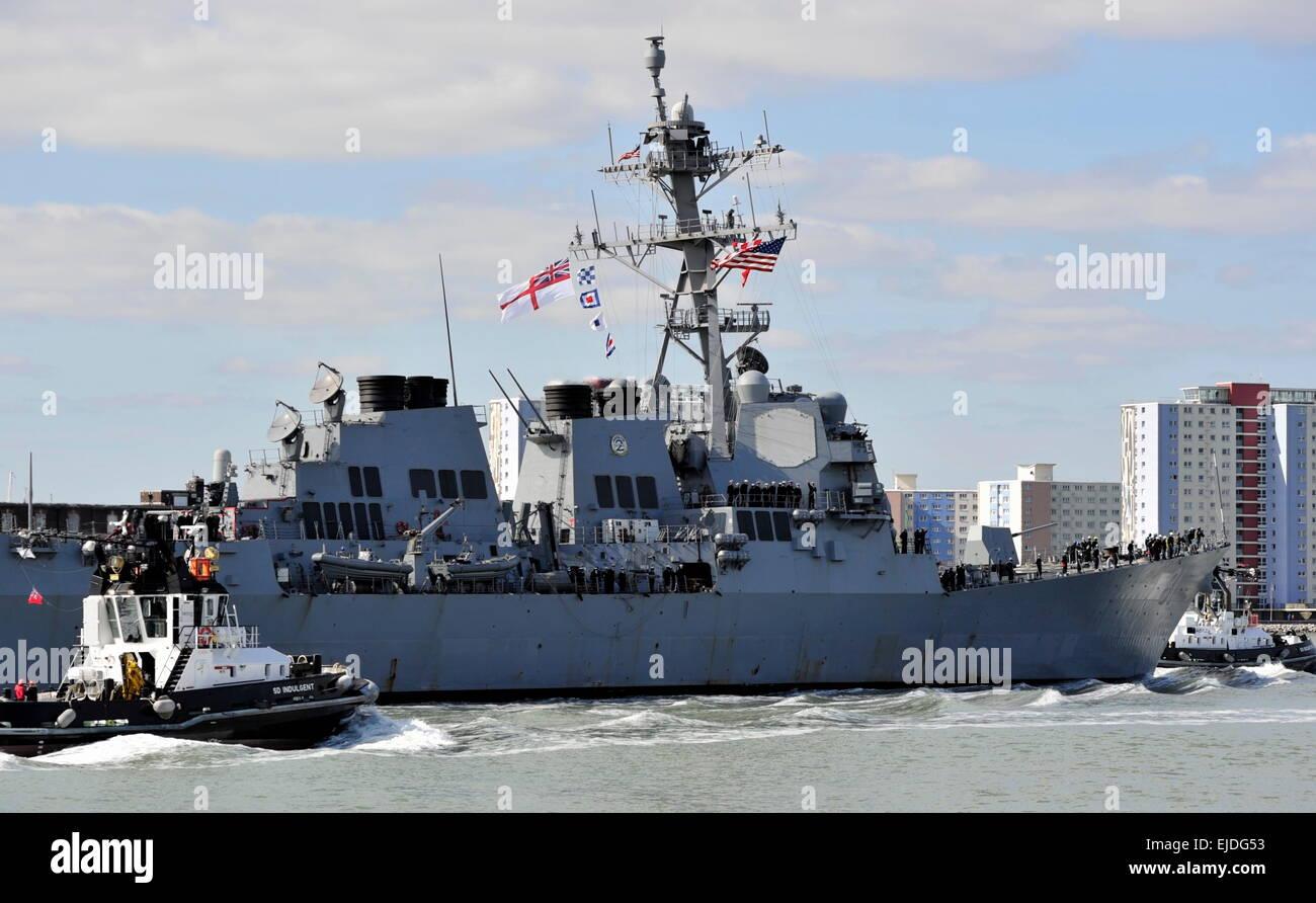 AJAXNETPHOTO. 22ND MARCH, 2015. PORTSMOUTH, ENGLAND. - U.S. DESTROYER ARRIVAL - USS WINSTON CHURCHILL (DDG-81) INWARD Stock Photo