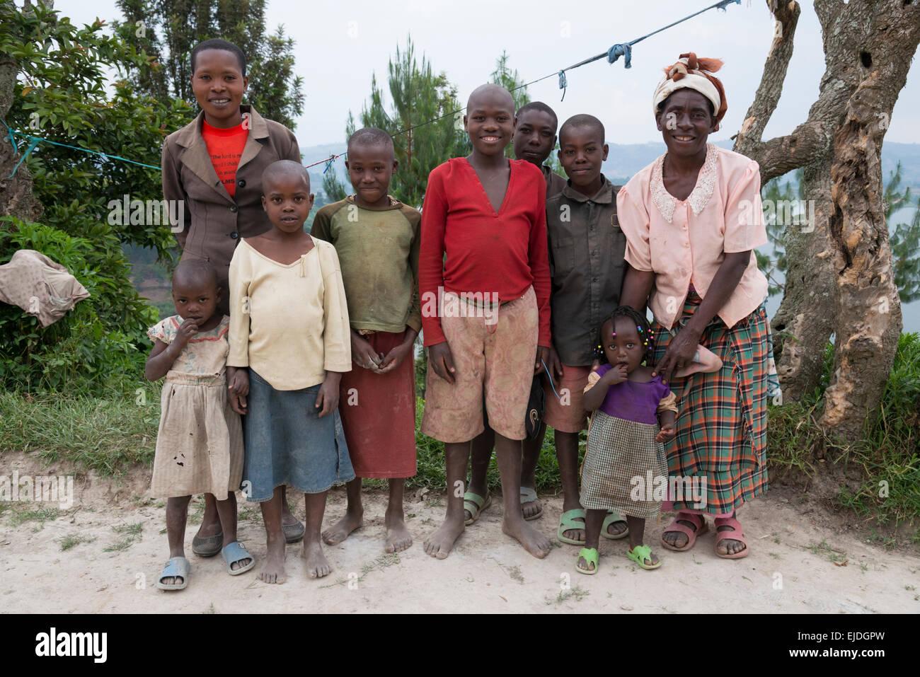Farmers family pausing. lake Bunyonyi. Uganda. - Stock Image