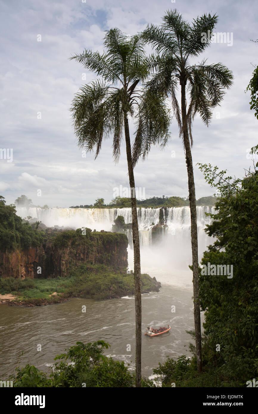 Argentina, Iguazu Falls, Gran Aventura, tourist adventure boats below Salto, San Martin, Mbigua and Barnabe Mendez - Stock Image