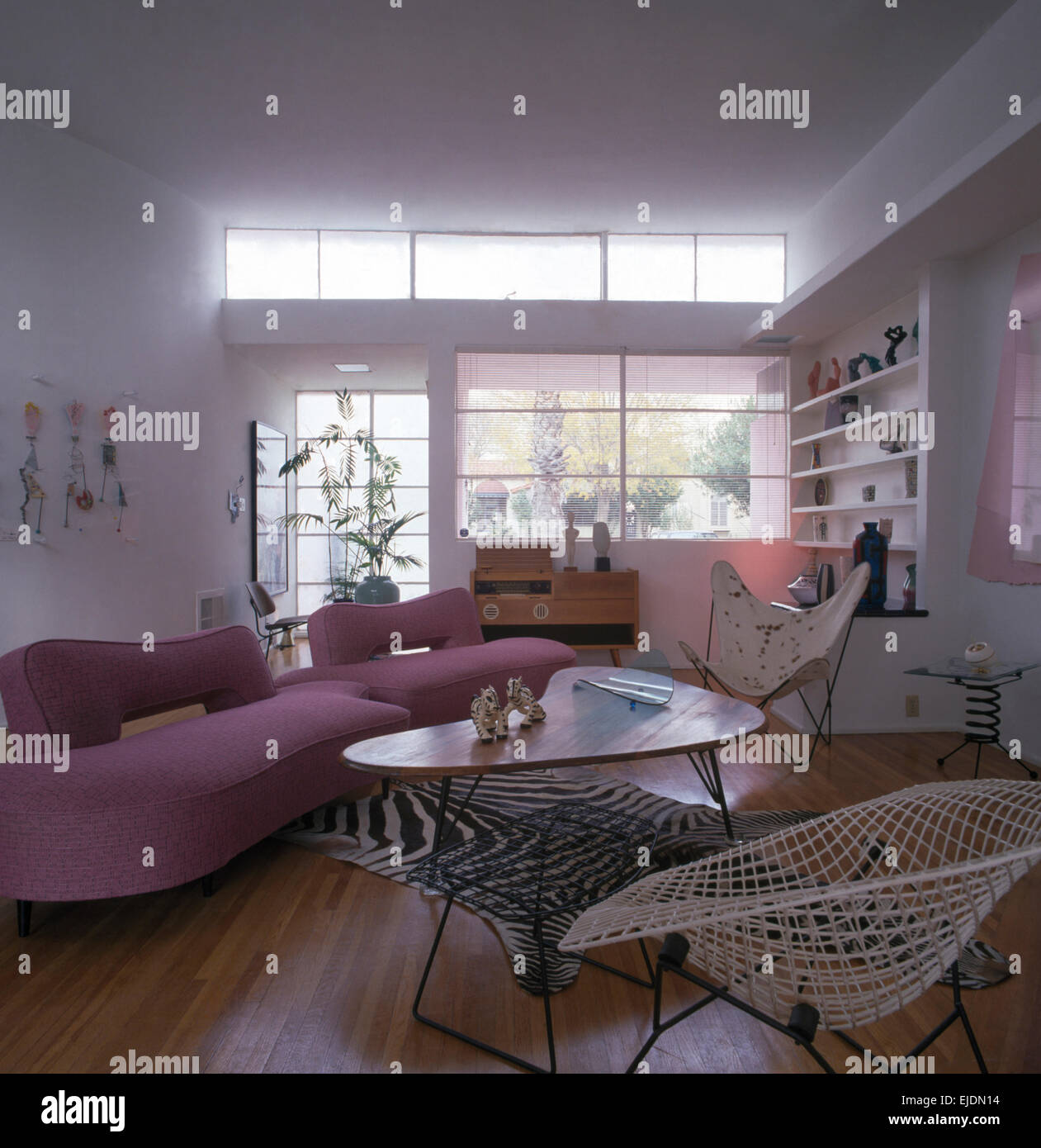 Awe Inspiring Pink Sofas And Cowhide Hardoy Bkf Butterfly Chairs With Dailytribune Chair Design For Home Dailytribuneorg
