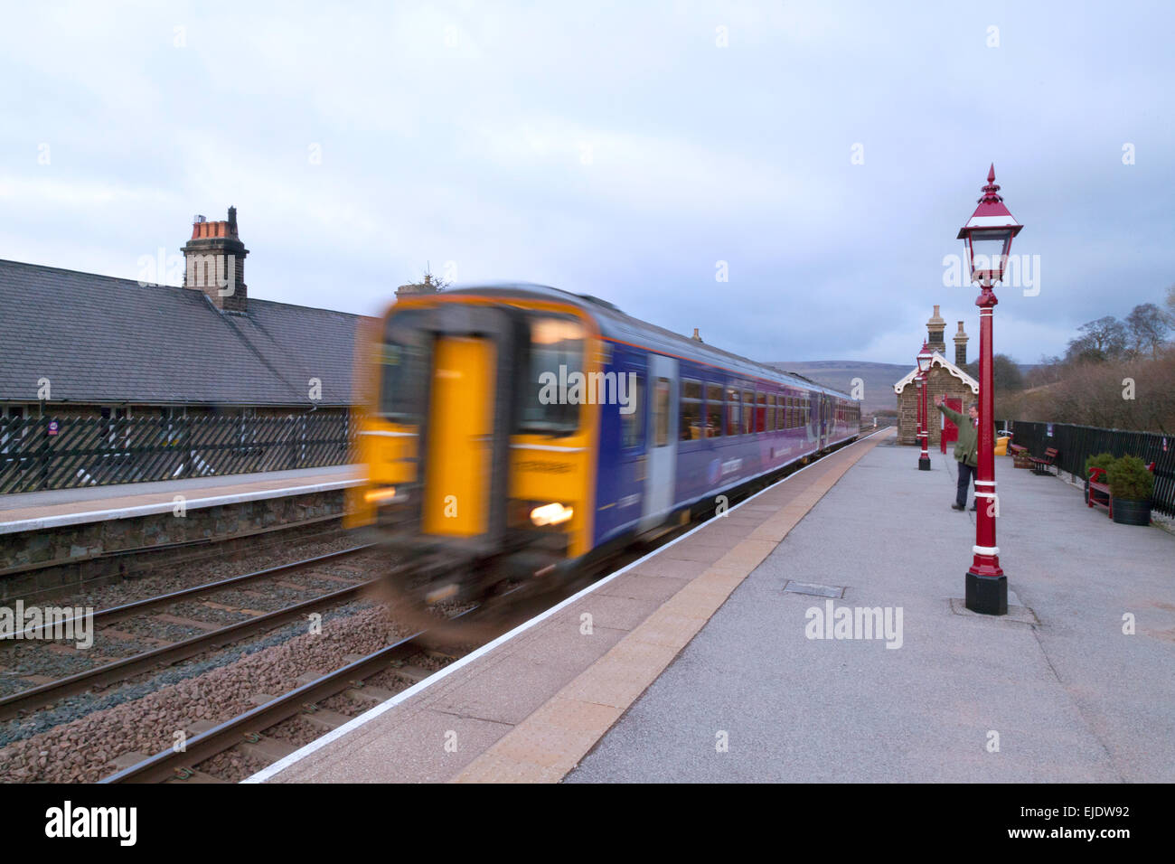 A Northern Rail train leaving Garsdale station on the Settle Carlisle line, Yorkshire Dales, UK - Stock Image