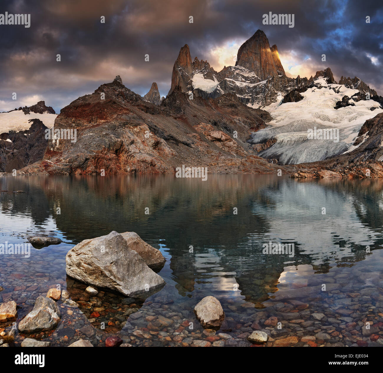 Laguna de Los Tres and mount Fitz Roy at sunrise, Patagonia, Argentina - Stock Image