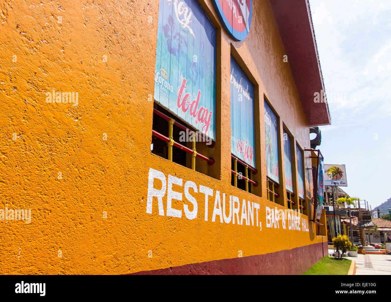 Colorful and inviting restaurant and bar in Mexican vacation spot. - Stock Image