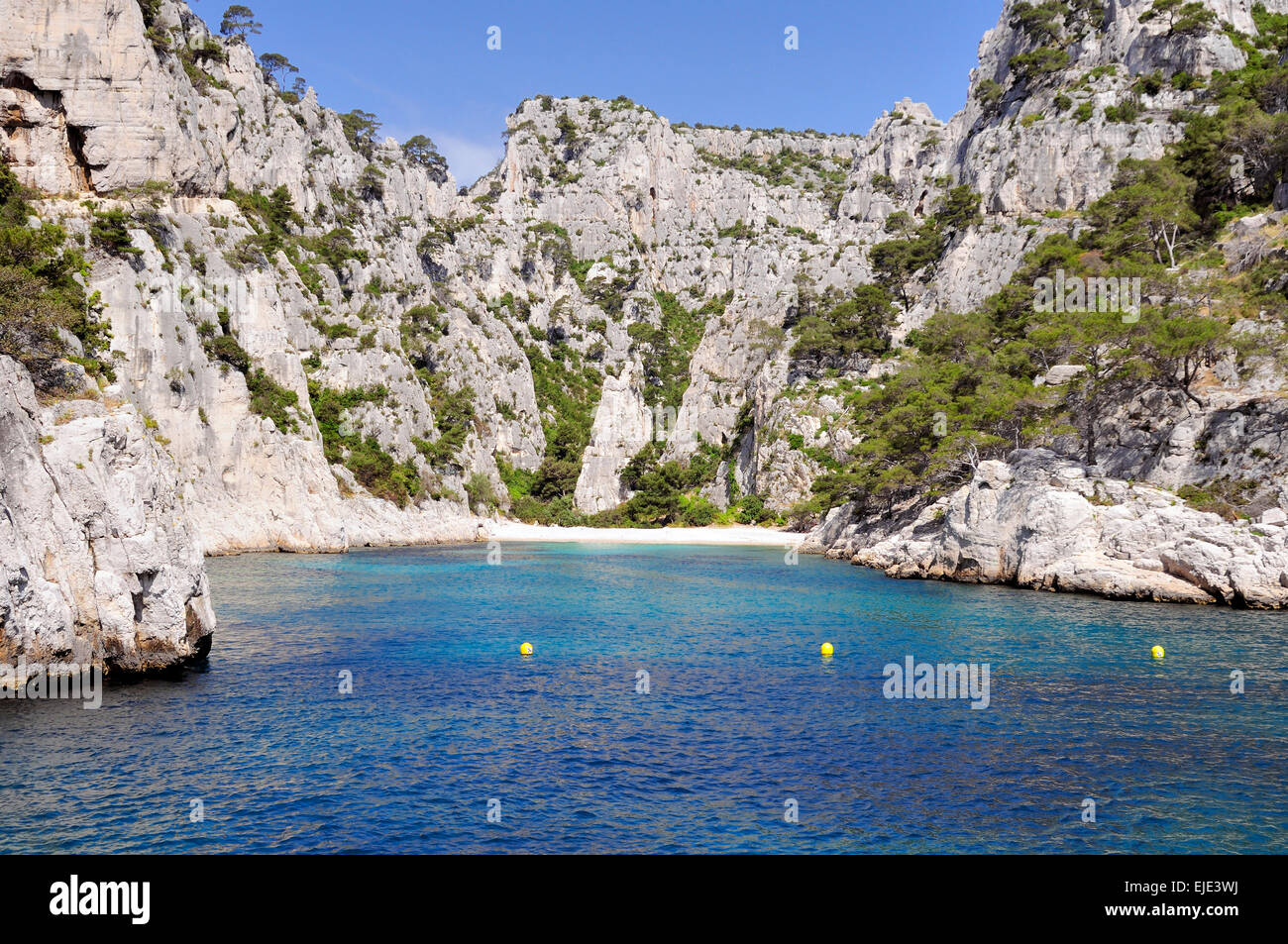 Calanques de Sugiton, France. Famous bay and beach nestled in the coastal mountains south of Marseilles. - Stock Image