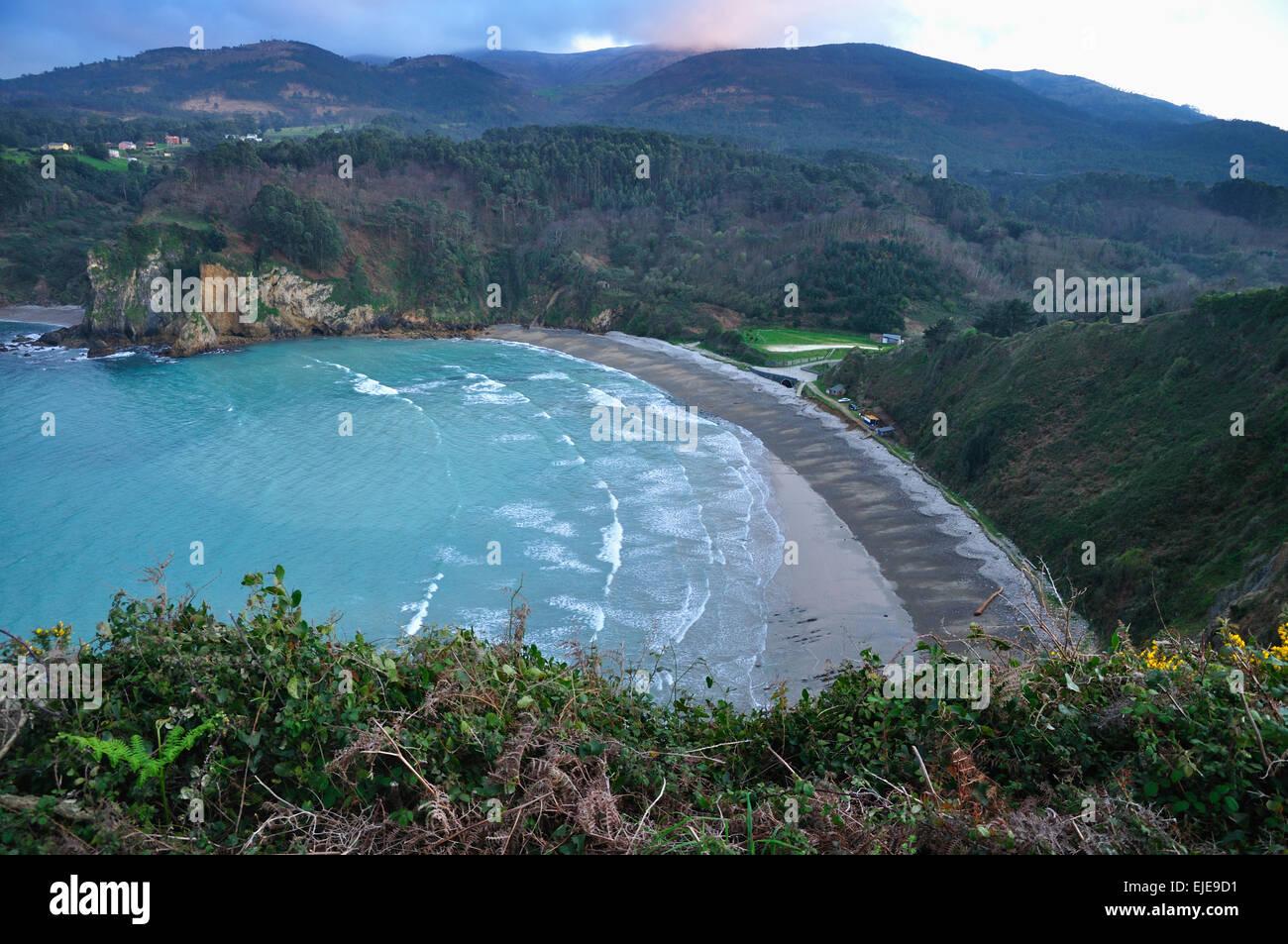 Asturias. Cadavedo beach between Punta Horn and island Ravens - Stock Image