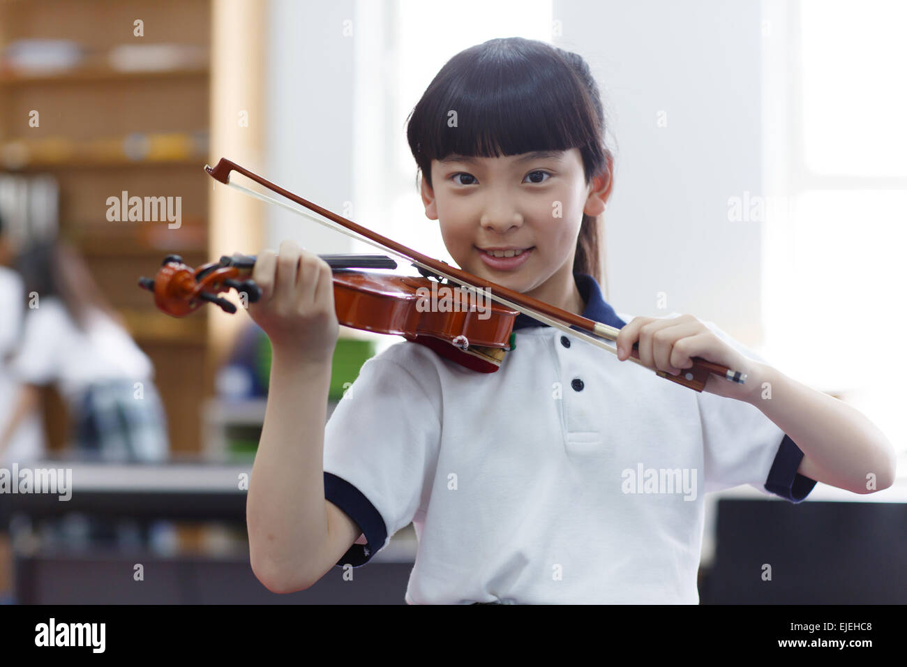 Primary school students in the violin - Stock Image