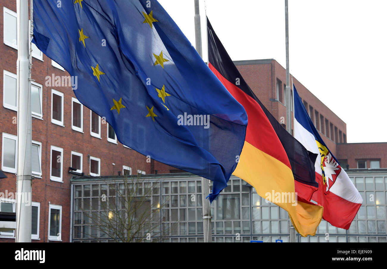 Kiel, Germany. 25th Mar, 2015. The Schleswig-Holstein, German, and European Union flags fly at half mast in honor - Stock Image