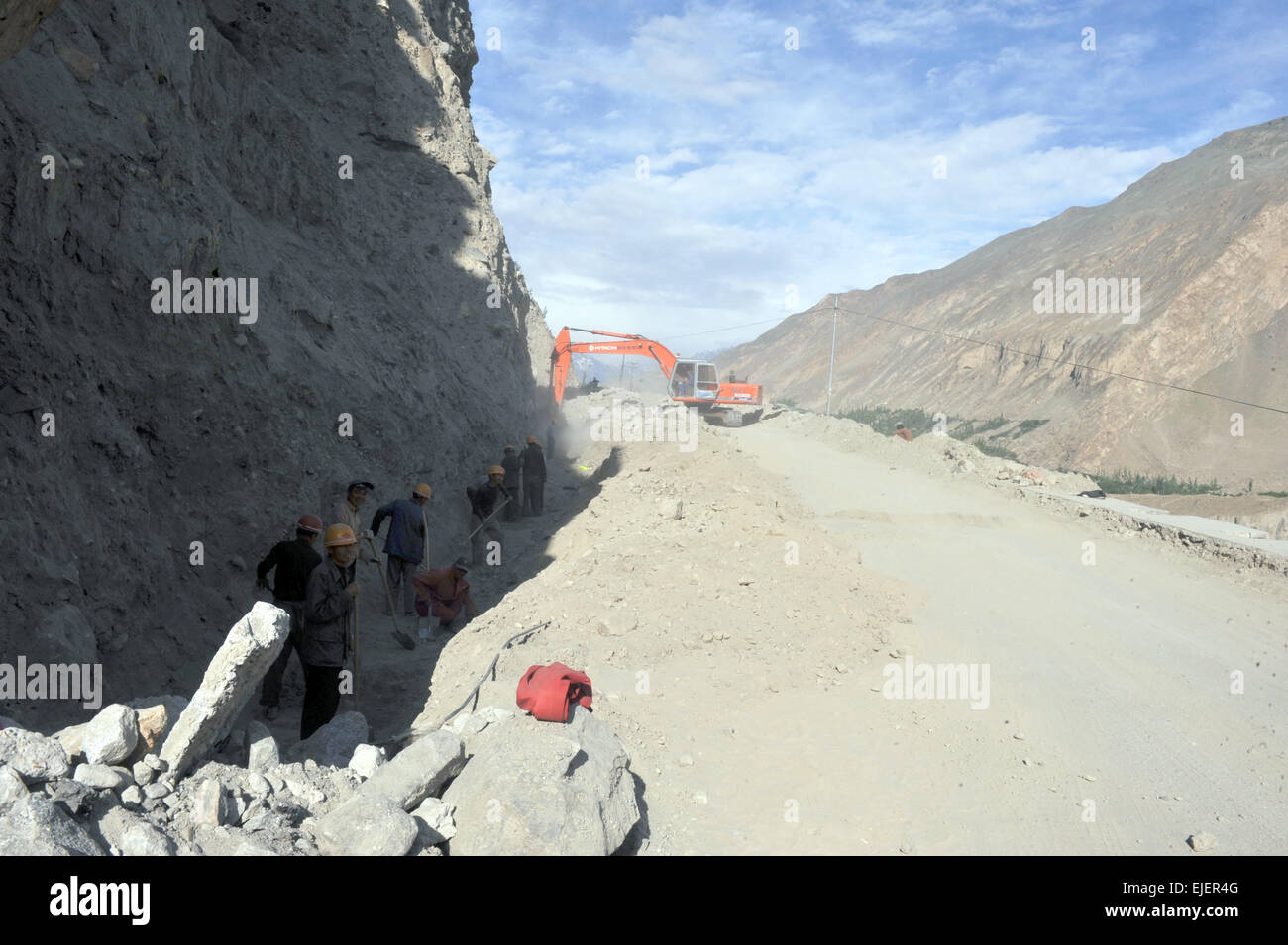 Chinese laborers building the Karakoram Highway connecting China's Xinjiang region with Gilgit–Baltistan region - Stock Image