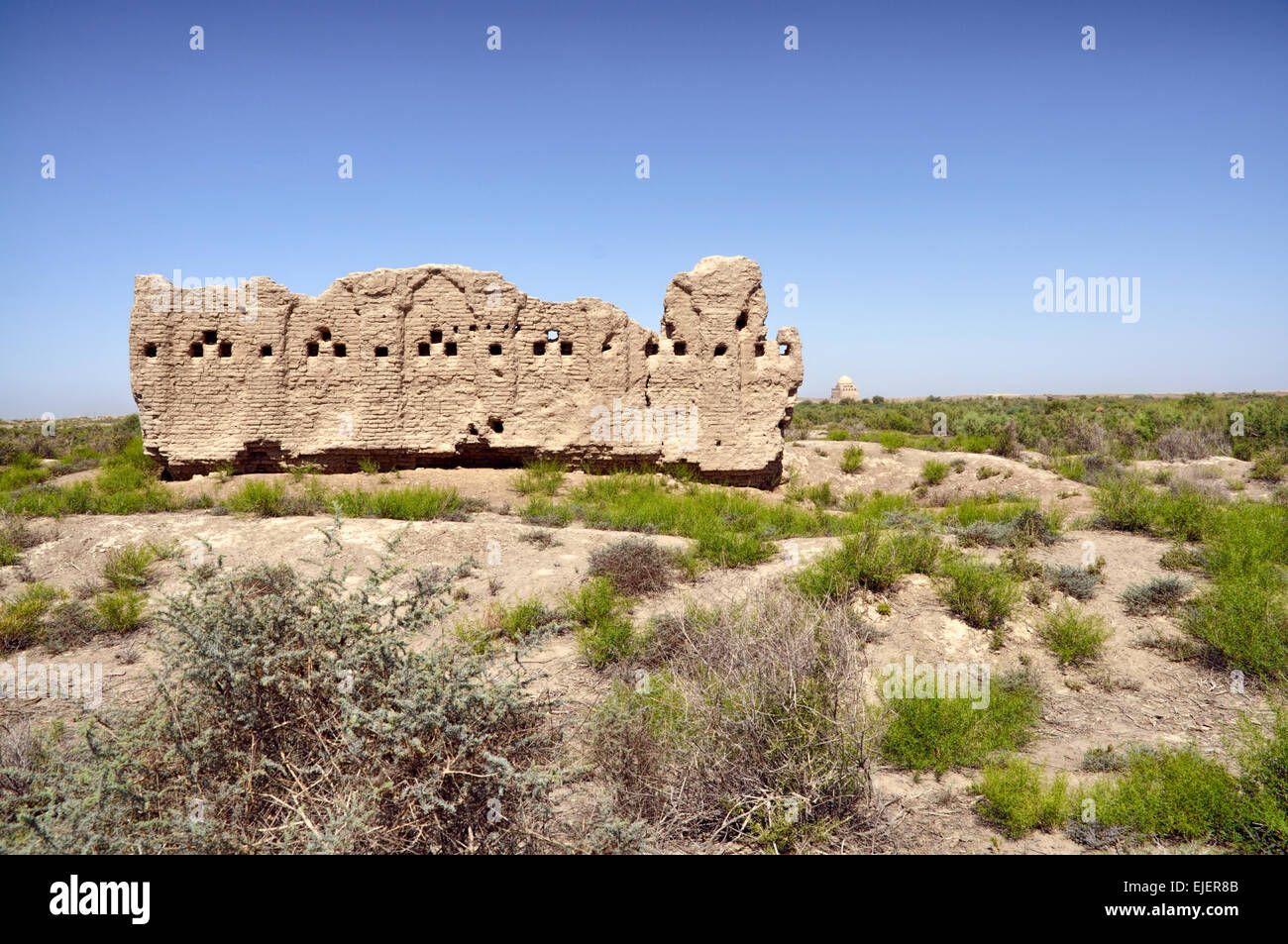 Large temple in desert near Merv, Turkmenistan - Stock Image