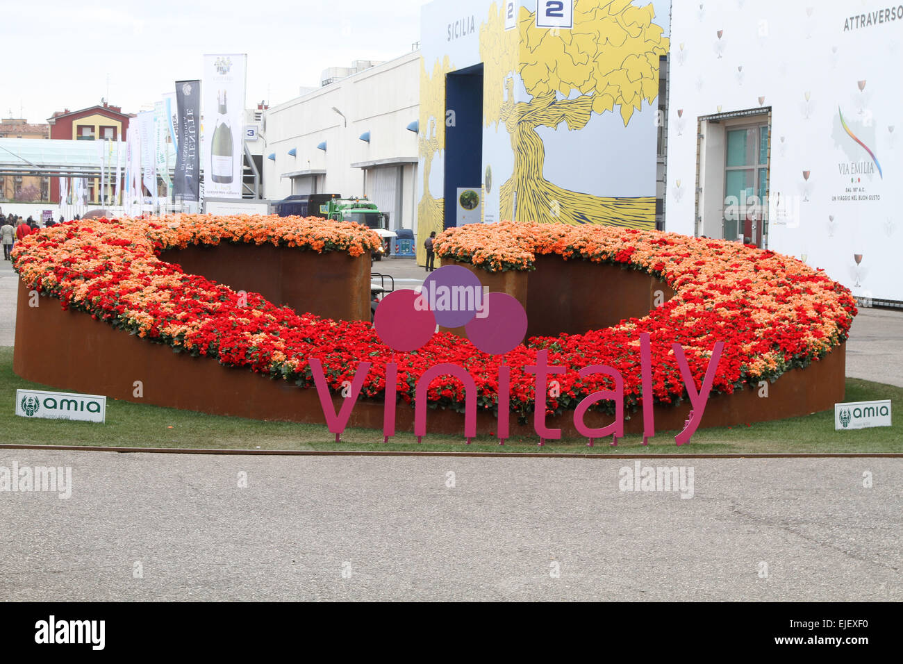 Verona, Italy. 25th March, 2015. entrance of the Vinitaly exposition in Verona on 25 March 2015 Credit:  Andrea - Stock Image