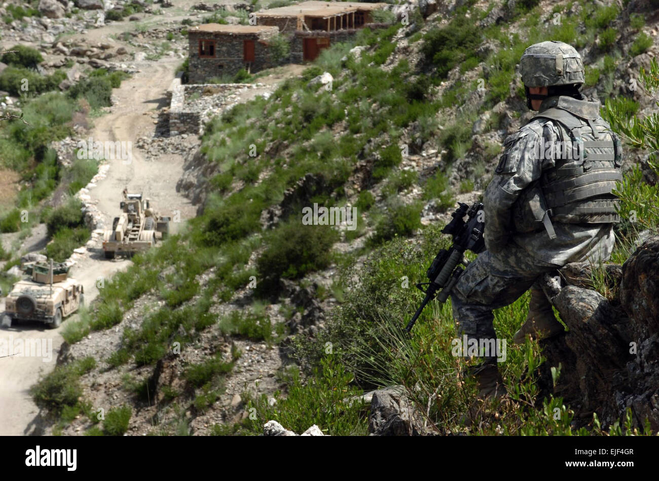 070815-A-6849A-015 – 1st Lt. William Cromie , Alpha Company, Special Troops Battalion, 173rd Airborne Brigade Combat - Stock Image