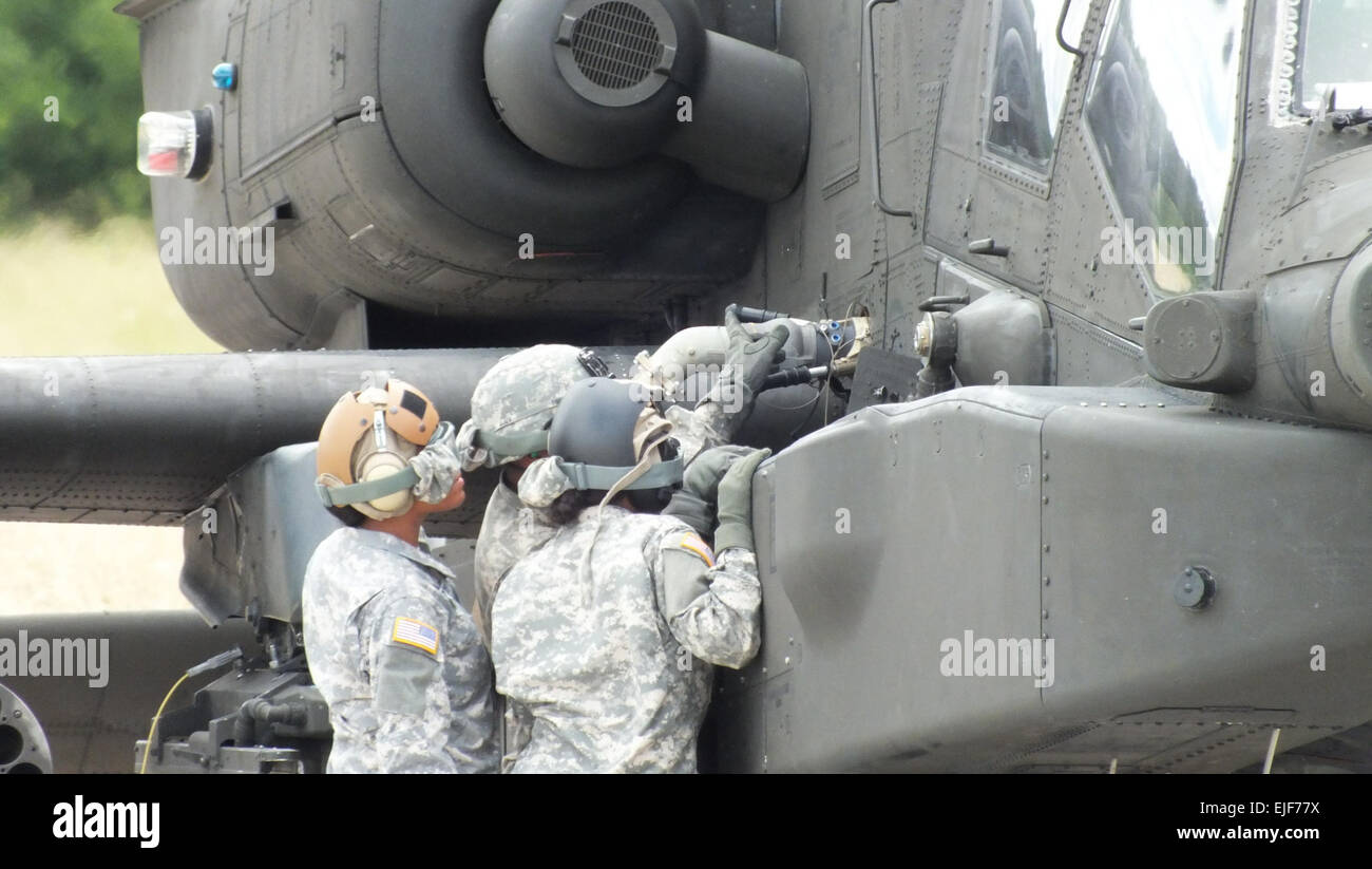 U.S. Soldiers with 2-159th Attack Reconnaissance Battalion, 12th Combat Aviation Brigade, refuel an AH-64D Apache Stock Photo