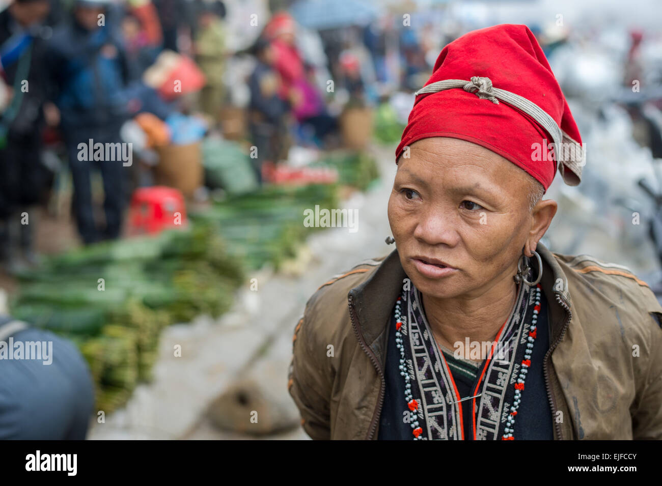 Red Dao woman at the market in Sapa in northern Vietnam - Stock Image
