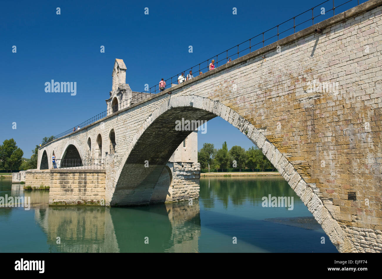 OLD STONE PONT SAINT BENEZET BRIDGE RHONE RIVER AVIGNON VAUCLUSE FRANCE - Stock Image